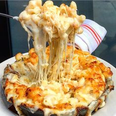 All you need is cheese ❤️#macandcheese #cheesy #eeeeeats : @cy_eats