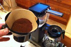 Kaffefilter kan brukes til langt mer enn kaffe. Og om du følger smaksrådet å bytte ut brune kaffefilter med hvite, har du her ti smarte ting du kan gjøre med de filterne som er til overs.  (Foto: Øyvind Paulsen)
