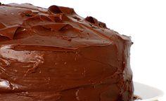 Bolo macio com Nutella no recheio e na cobertura.. humm, que delícia! Aprenda como fazer essa receita de bolo de Nutella irresistível. O tempo de preparo é de apenas 1 hora. Veja também Bolo mousse de chocolate Bolo gelado de chocolate Bolo três chocolates
