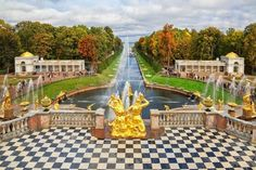 Unmissable day trips from St Petersburg that are a must for every itinerary with detailed directions and practical information. Peterhof, Pushkin and more. 3 Days In Amsterdam, Peterhof Palace, Amsterdam Itinerary, Tiered Garden, Catherine The Great, St Petersburg Russia, Group Tours, City Break, Day Trips