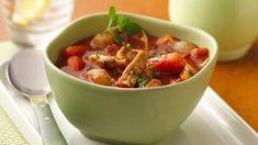 Ingrediënten; 4 Kipfilets 1 kopje olijfolie 2 uien 2 a 3 tenen knoflook grof gesneden 3 eetlepels kerrie madras 1 liter kippebouillon 1 pond sperciebonen zout/peper. Bereidingswijze: Uien snijden knoflook. Boontjes doppen.1 Kopje olijfolie in de pan warm laten worden,…