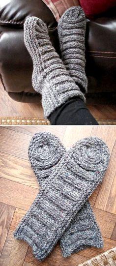 Easy Knitting Patterns, Loom Knitting, Knitting Socks, Free Knitting, Crochet Patterns, Crochet Socks, Knitted Slippers, Knit Or Crochet, Slipper Socks