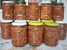 Ingrediente (ptr 18 borcane de 800gr) 6 kg rosii 4 kg ardei gras galbeni si rosii 2 kg morcov 2 radacini telina 500 gr pastarnac 5 leg de patrunjel 3 legaturi telina 3 legaturi leustean 10 lg sare grunjoasa neiodata 1 lg salicil sau conservant Mod de preparare Legumele si verdeturile se spala bine .Ardeii