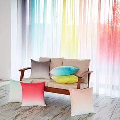 Magnifiques voilages aux couleurs pastel et coussins assortis