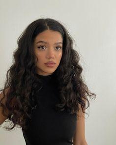 Brown Curly Hair, Girl With Brown Hair, Dark Hair, Wavy Black Hair, Brunette Aesthetic, Black Hair Aesthetic, Pretty Hairstyles, Girl Hairstyles, Hair Inspo