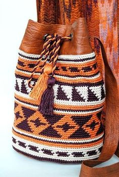 ideas for knitting bag diy yarns Crochet Handbags, Crochet Purses, Crochet Baby, Knit Crochet, Mochila Crochet, Tapestry Crochet Patterns, Tapestry Bag, Boho Bags, Knitted Bags