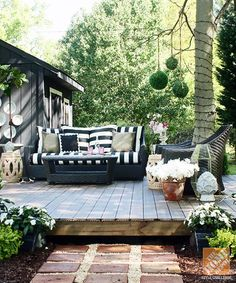 Gorgeous backyard makeover with a floating deck in the trees. Amazing work by Kristin Jackson of The Hunted Interior. Outdoor Rooms, Outdoor Gardens, Outdoor Living, Outdoor Decor, Building A Floating Deck, Outside Living, Backyard Makeover, Backyard Patio, Backyard Ideas