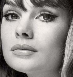 Love the iconic 60's eye makeup! // Jean Shrimpton