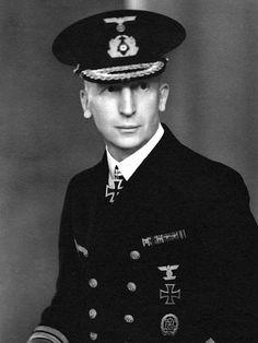 ■ Admiral Hubert Schmundt (1888-1984).- Befehlshaber der Aufkl-Streitkräfte und Führer der Kampfgruppe Bergen.