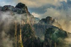 Huangshan by @Mike Hollman