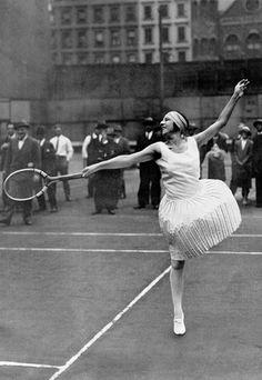 Suzanne Lenglen la divine déesse du tennis - Female Olympic Champions: Sportswomen who made history - sofeminine