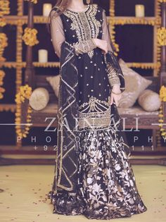 Simple Dresses, Formal Dresses, Frock Fashion, Pakistani Wedding Dresses, Stylish Girl, Traditional Dresses, Party Wear, Black, Simple Gowns