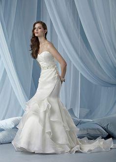 Trumpet / mermaid organza sleeveless bridal gown