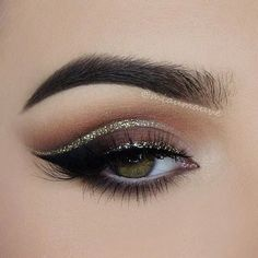 Glam Cut Crease smokey eye makeup looks for new years eve, gold glitter cut crease eyeliner ideas for green eyes on nye, black wing and cat eyeliner ideas for green eyes, white eyeliner looks for green eyes #nyemakeup #SimpleEyeliner