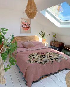 Room Ideas Bedroom, Home Bedroom, 70s Bedroom, Bedroom Rustic, Bedroom Vintage, Master Bedrooms, Bedroom Inspo, Bedroom Apartment, Bed Room