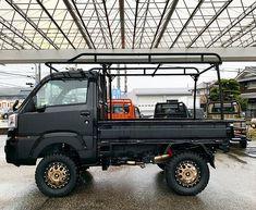 Mini Trucks, Pickup Trucks, Daihatsu, Suzuki Carry, Little Truck, Mercedes G Wagon, Lifted Cars, Cool Vans, Japan Cars