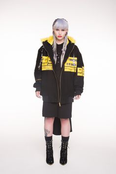 WIA, PATCHES HOODIE BOMBER (Black/Yellow)