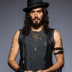 Russell Brand has been a vegetarian since age 14 and became vegan in 2011 after watching the documentary Forks Over Knives. love his voice as well. Going Vegetarian, Going Vegan, Vegetarian Diets, Famous Vegans, Russell Brand, Don Juan, Shape Magazine, Celebrity Photos, Celebrity Jewelry