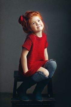 Who says redheads can't wear red? She is so cute. // Actually, since the movie Annie, it's pretty well-known that red looks good on redheads. It's pink that looks awful. Cool Baby, Baby Kind, Baby Baby, Fashion Kids, Little Girl Fashion, Ny Fashion, Runway Fashion, Redhead Fashion, Fashion Design