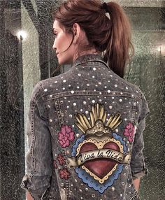 25 Embroidered Jean Jacket To Add To Your Wardrobe - Luxe Fashion New Trends Diy Jeans, Painted Jeans, Painted Clothes, Jean Jacket Outfits, Denim Outfit, Embellished Jeans, Embroidered Jeans, Custom Clothes, Diy Clothes