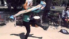 Bailando con un grupo musical Rosalia el dia de Sant Jordi