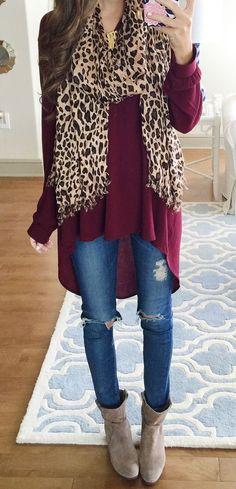 Ella está llevando un suéter rojo, un pantalones vaqueros y una botas crema. Un suéter Cuesta cuarenta y cinco dólares. Un pantalones vaqueros cuesta veinte dólares.  Una botas cuesta sesenta dólares.: