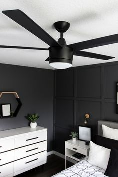 See how we transformed our boring master bedroom into a neutral monochrome modern bedroom with these simple black and white decor ideas! decor bedroom black A Monochrome Modern Bedroom Reveal Contemporary Home Decor, Interior Modern, Decor Interior Design, Modern Decor, Monochrome Bedroom, Bedroom Black, Black Bedroom Design, Bedroom Modern, Black Bedrooms