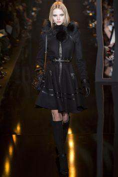 Elie Saab Autumn/Winter 2015-16 collection. Paris fashion week.