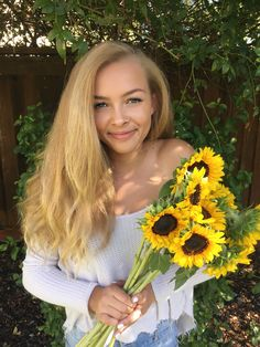 Sunflowers artsy Instagram goals fall summer 2017 photoshoot
