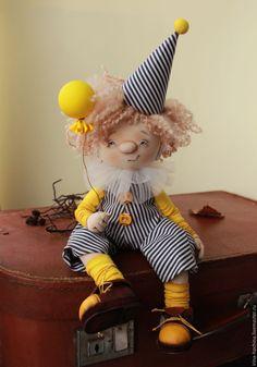 Купить Текстильная авторская кукла. Клоун Флип - желтый, кукла, кукла ручной работы