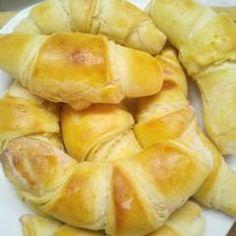 Vajas croissant | Varga Gábor (ApróSéf) receptje - Cookpad receptek Snack Recipes, Snacks, Croissant, Chips, Food, Snack Mix Recipes, Appetizer Recipes, Appetizers, Potato Chip