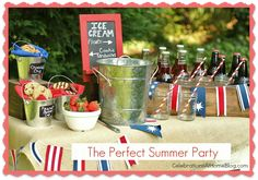 Set up an Ice Cream Sandwich Bar for Summer Parties Set up an ice cream dessert bar for summer parties. Let guests create ice cream sandwiches and ice cream floats for a sweet treat that's fun for all. Decorate for July with red, white, and blue! Buffet Dessert, Dessert Bars, Candy Buffet, Summer Bbq, Summer Parties, Kid Parties, Bbq Party Decorations, Dessert Original, Ice Cream Floats