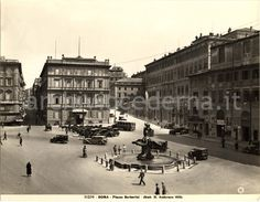 Piazza Barberini (1931) Best Cities In Europe, Historic Architecture, Old Photos, Evergreen, Rome, Nostalgia, Street View, History, World