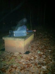These 15 creepy photos of alleged paranormal activity and hidden apparitions will make even the most prominent skeptics question if they're real or not. Check out awkward photo with ghosts that will shock you. Real Ghost Photos, Creepy Pictures, Ghost Pics, Spooky Places, Haunted Places, Spirit Ghost, Creepy Stories, Ghost Stories, Paranormal Photos