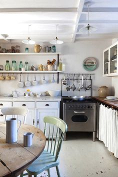 Marvelous Useful Tips: Small Kitchen Remodel One Wall kitchen remodel cherry backsplash ideas.Kitchen Remodel Dark Cabinets Granite kitchen remodel brown and white. Kitchen Interior, New Kitchen, Kitchen Dining, Kitchen Decor, Cozy Kitchen, Kitchen Ideas, Kitchen Shelves, Quirky Kitchen, 1950s Kitchen
