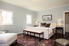 Bedside Beauties: Oriental Rugs and Kilims in the Bedroom