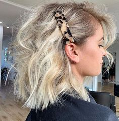 Perfect Blonde Balayage Olaplex Short Blonde Hair How To Style Chunky Hair Clips Icy Creamy Blonde Hair Colour Messy Hairstyles, Pretty Hairstyles, Hairstyle Ideas, Short Hair Hairdos, Short Hair Side Part, Curl Short Hair, How To Style Short Hair, Short Blonde Curly Hair, Ashy Blonde Hair