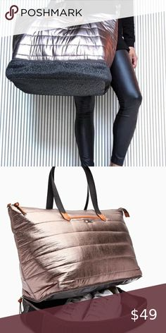 Gym/Dance/Travel Bag Rose gold, quilted bag with a fully wipeable interior and separate, ventilated compartment for the stinky stuff! Quilted Bag, Plus Fashion, Fashion Tips, Fashion Trends, Stella Dot, Travel Bags, Separate, Rose Gold, Gym