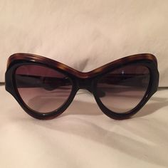 Yves Saint Laurent cat eye sunnies Black/tortoise trim cat eye sunglasses in like new condition. Super chic and bold! I just don't think they work in my face shape. Yves Saint Laurent Accessories Sunglasses
