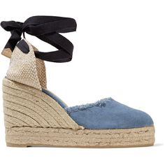 Castañer Canela fringed denim wedge espadrilles (400 PEN) ❤ liked on Polyvore featuring shoes, sandals, platform sandals, wedge sandals, espadrille wedge sandals, fringe wedge sandals and fringe sandals