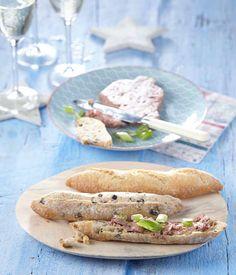 PLUS Supermarkt - Mini baguettes met paté. Bekijk veel meer lekkers voor een luxe lunch in ons kerstmagazine