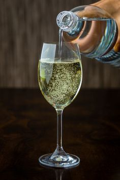 Glass of Spritzer. Dry white wine, in Vienna mostly Grüner Veltliner, with sparkling mineral water or soda. Sparkling Mineral Water, Dry White Wine, Vienna, Soda, Minerals, Alcoholic Drinks, Beer, Tableware, Glass