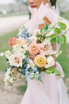 Bouquet of soft pastel roses, dahlias, and peonies. Photo: @ashleyraestudio Pastel Wedding Colors, Floral Wedding, Prom Flowers, Bridal Flowers, Floral Bouquets, Wedding Bouquets, Bouquet Images, Pastel Roses, Rose Bouquet
