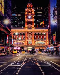 Just few day in Melbourne. there's always a classic Melbourne view just around the corner! Melbourne Skyline, Places In Melbourne, Melbourne Travel, Melbourne Street, Visit Melbourne, Melbourne Cbd, Melbourne House, Melbourne Victoria, Victoria Australia