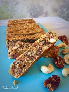 Low carb peanutbutter-barer uden tørret frugt --> madbanditten.dk