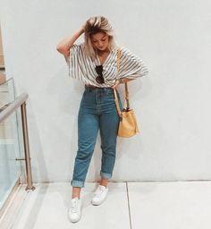 Como atualizar o look com mom jeans - Guita Moda Outfit Jeans, Mom Jeans Outfit Summer, Mode Outfits, Jean Outfits, Trendy Outfits, Fashion Outfits, Ladies Fashion, Outfits With Mom Jeans, Office Outfits
