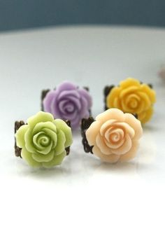 sweet little rose rings. love these!