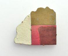 Ike Jünger, Untitled, 2013, brooch, silver, gold, enamel, 50 x 50 mm, photo: Konrad Jünger