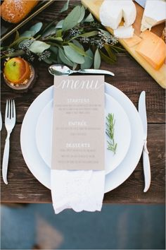 simple yet stylish wedding menu #placesetting #menu #weddingchicks http://www.weddingchicks.com/2014/03/28/organic-rooftop-sunset-wedding/