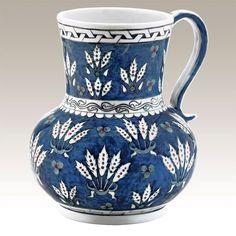 El Yapımı Vazo No. 2  Kütahya Porselen Ürün Kodu : SB20SR119077    El Yapımı Vazo; dünya müzelerindeki orijinal İznik çinilerinin, porselene uyarlanarak üretilmiş replikasıdır. Vazonun orjinali British Museum'da bulunmaktadır.